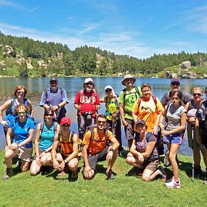 Rutas de senderismo en grupo en el Pirineo