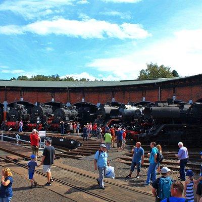 Rundhaus mit Dampflokomotiven (Copyright Johnny Ullmann)