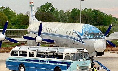 Ilyushin Il-18 HA-MOA & Ikarus 55