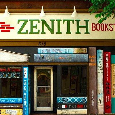 The front facade of Zenith Bookstore.