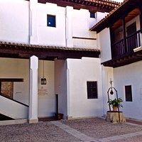 Hospital de Antezana (patio interior con el pozo=