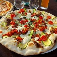 Pizza con Bufala e Tonno essiccato