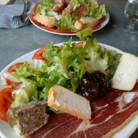 à l' arrière : assiette Evisa devant : assiette Corse