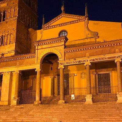 ingresso principale in notturna