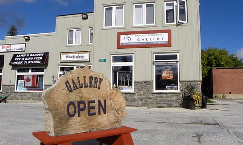 Fine art gallery with Canadian artists located across from Station Park in Stayner. Free parking
