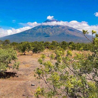 Gunung Agung - dezent verschleiert mit Krönchen