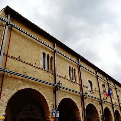 La facciata sulla piazza