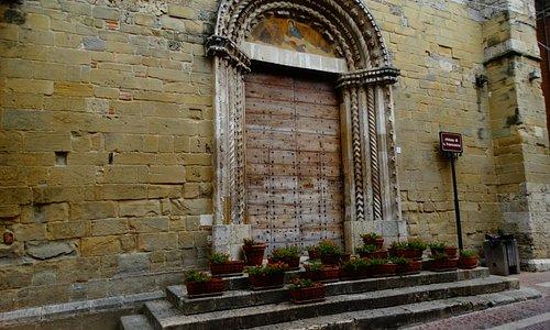 Il portale romanico