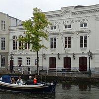 -Leidse Schouwburg uit 1705 aan de Oude Vest;Leiden-