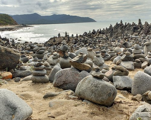 Stacked Rocks next to Capt. Cook Highway, north of Smithfield/Cairns.