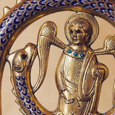 Báculo de San Julián. Año 1.200 en bronce dorado y esmalte de Limoges