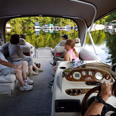 Comfortable cruise with Rideau Tours