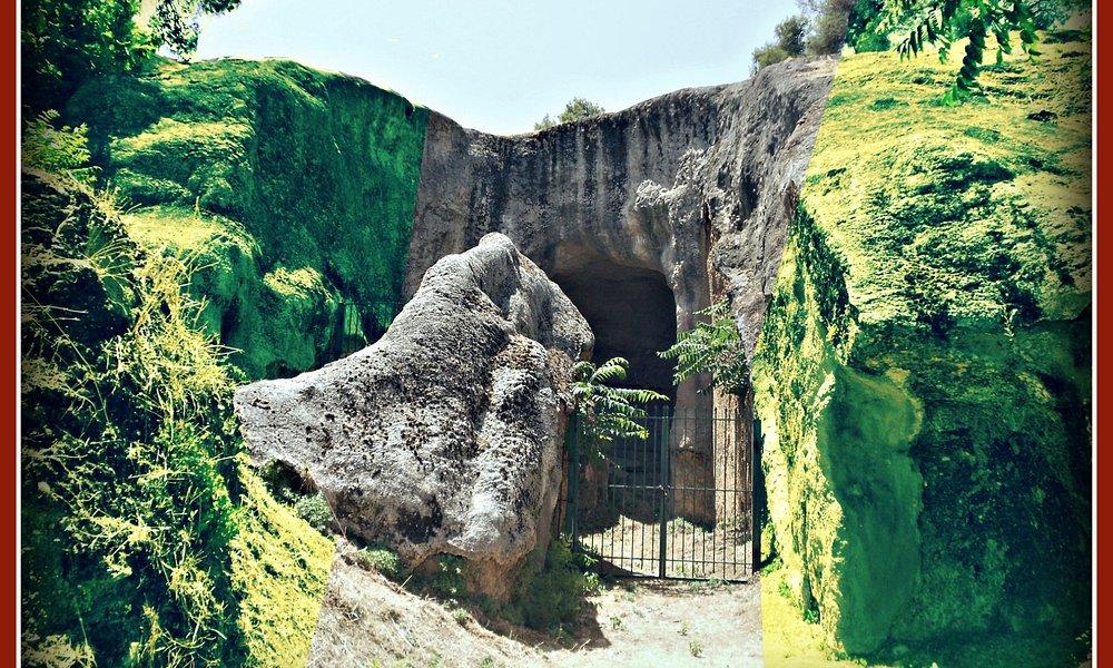 Μυκηναϊκοί θαλαμοειδείς τάφοι στο λόφο Μεγάλο Καστέλλι