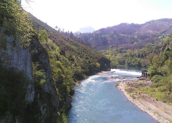 río al final de la ruta