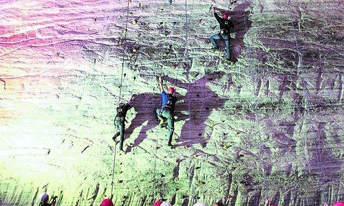 Eine Kletterwand mit 4 Kletterstrecken ist ebenfalls nutzbar!
