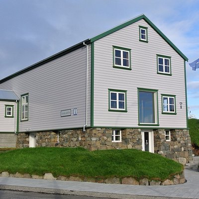 Gamlabúð Visitor Center is situated in one of the oldest building in Höfn, right by the harbour.