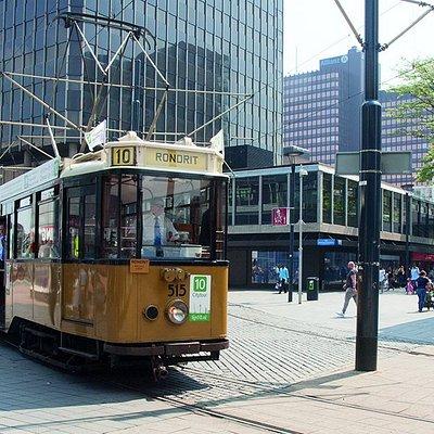 Lijn 10 is al meer dan 25 jaar dé toeristische zomertramlijn van Rotterdam.