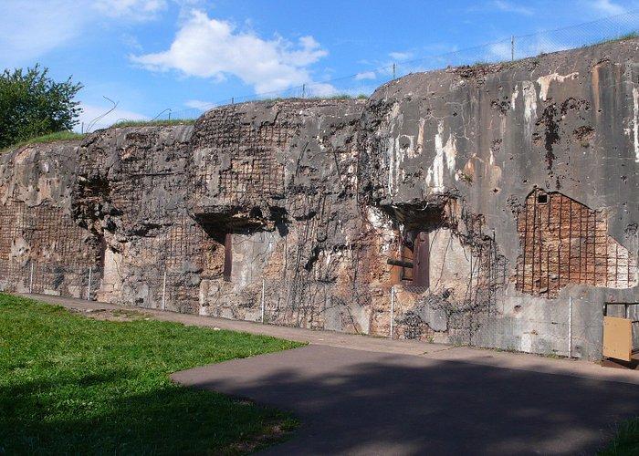 l'un des bunkers très attaqué par les allemands, mais qui a résisté aux bombardements avec ses 2