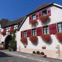 Le Domaine Allimant-Laugner se situe au 10 Grand'Rue à Orschwiller, au pied du Haut-Koenigsbourg