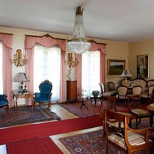 Näkymä kotimuseon salista. Teresia and Rafael Lönnström Home Museum's hall.
