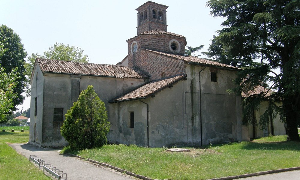 Chiesa di San Pietro XI sec. a Cerano (Novara) abside a fianco sinistro