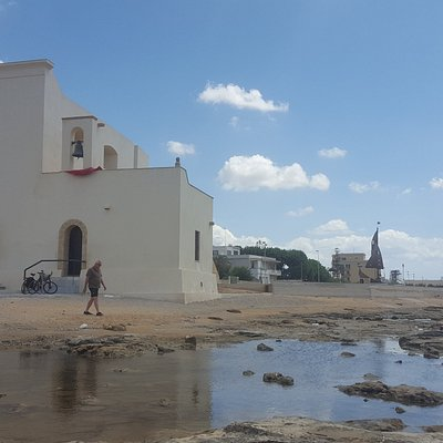 Prachtige omgeving met een bijzondere hystorie en natuurbeelden. Zee, rots en een prachtig wit S