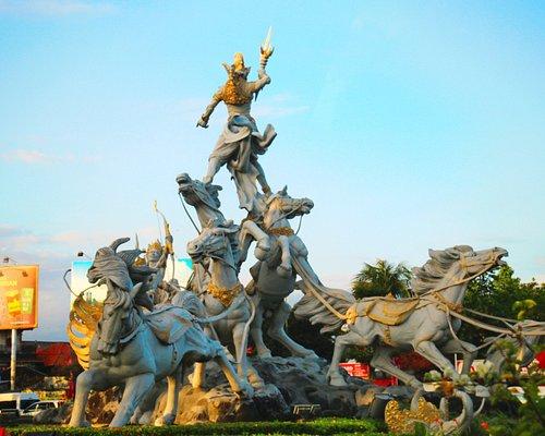 Satria Gatotkaca Statue