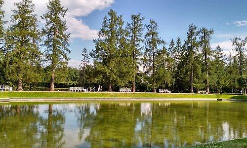 Lago artificial en los jardines de palacio