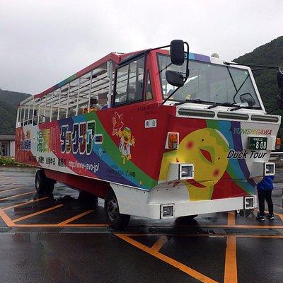 ダックツアーの水陸両用バス