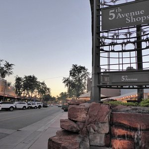 5th Avenue Shopping District Sign