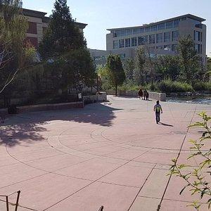 largish plaza