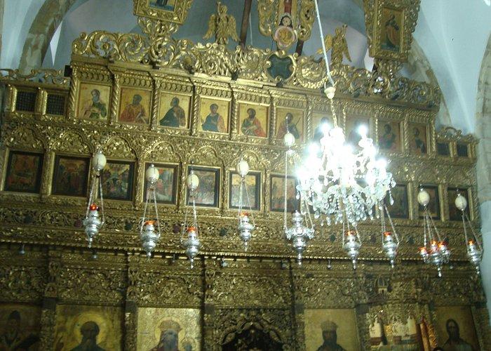 Иконостас- рядом с образом Спасителя Крест с частицей Уз Христовых
