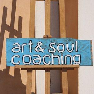 Coaching with art in Santorini