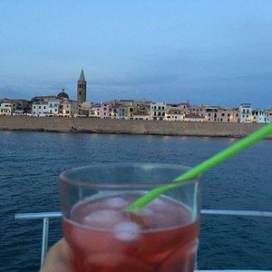 panorama di Alghero con aperitivo
