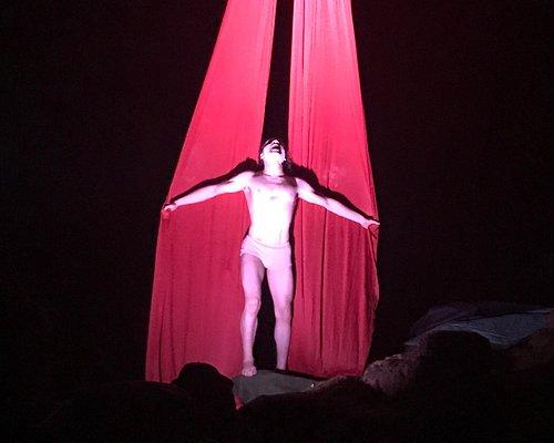 """Momenti dello spettacolo 'Hell in the cave"""""""