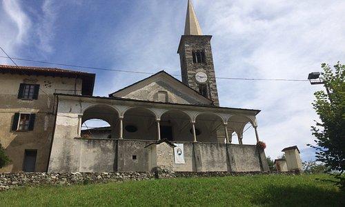 la chiesa di impianto romanico