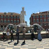 Fountain du Soleil en la Place Masséna.