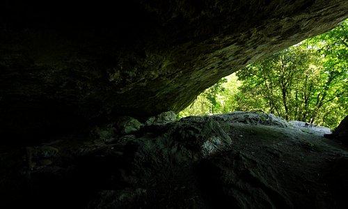 vista dall'interno della grotta