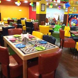 The best place for kids in Delhi!! Parents can enjoy tasty treats at PicniCafe while watching th