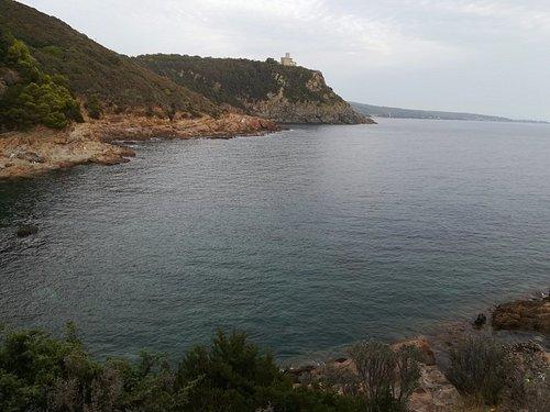 Il mare visto dal sentiero