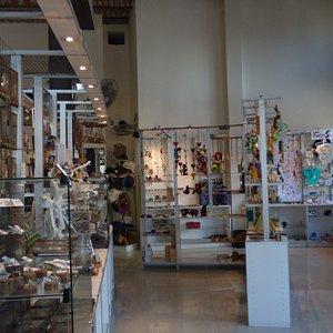 interior del mercado de los artesanos