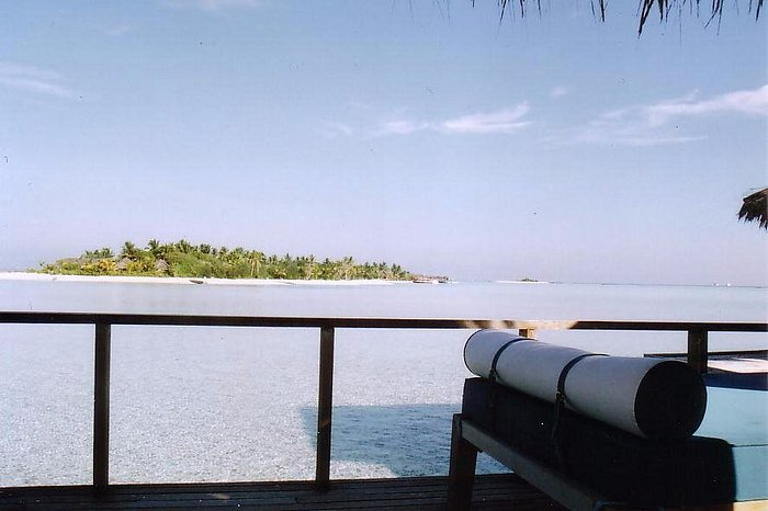 Wake up... and walk across to Dhigu for breakfast - it doesn't get much better!