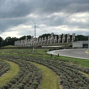 Кладбищенский комплекс с молитвенными сооружениями разных стран и народов.