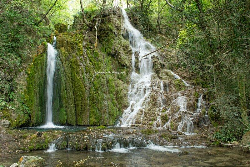 La cascade de Végay attirera immédiatement votre regard par son impossante taille de 140 mètres.
