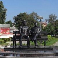 Памятник С.П. Королеву и Ю.А. Гагарину (вид анфас)