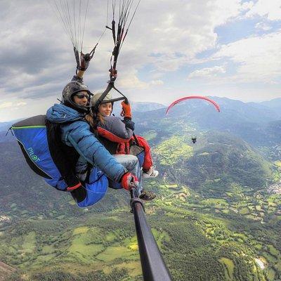 Vuela en biplaza y descubre la sensación de volar en un marco incomparable