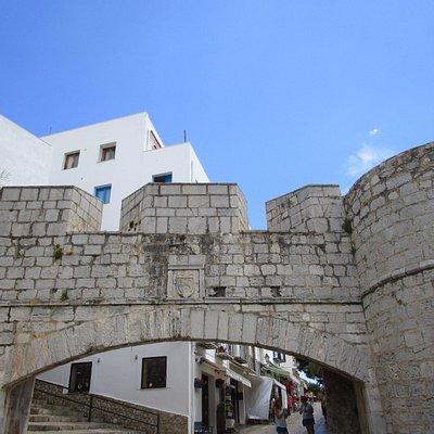 Puerta del Papa Luna