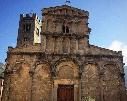 Una bellissima Pieve Romanica risalente al XII secolo. All'interno troviamo fra le opere, uncro