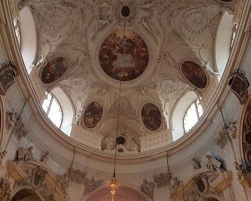 Very beautiful and historic church of Austria. Lots of religions old paintings and statues. Ever