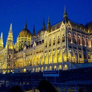 Il parlamento sulla sponda di Pest, vista verso Nord